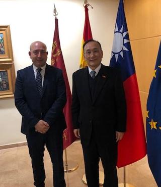 EL EXCMO. EMBAJADOR DE TAIWAN SE REUNE CON EMPRESAS MURCIANAS PARA ESTABLECER NUEVOS LAZOS COMERCIALES.